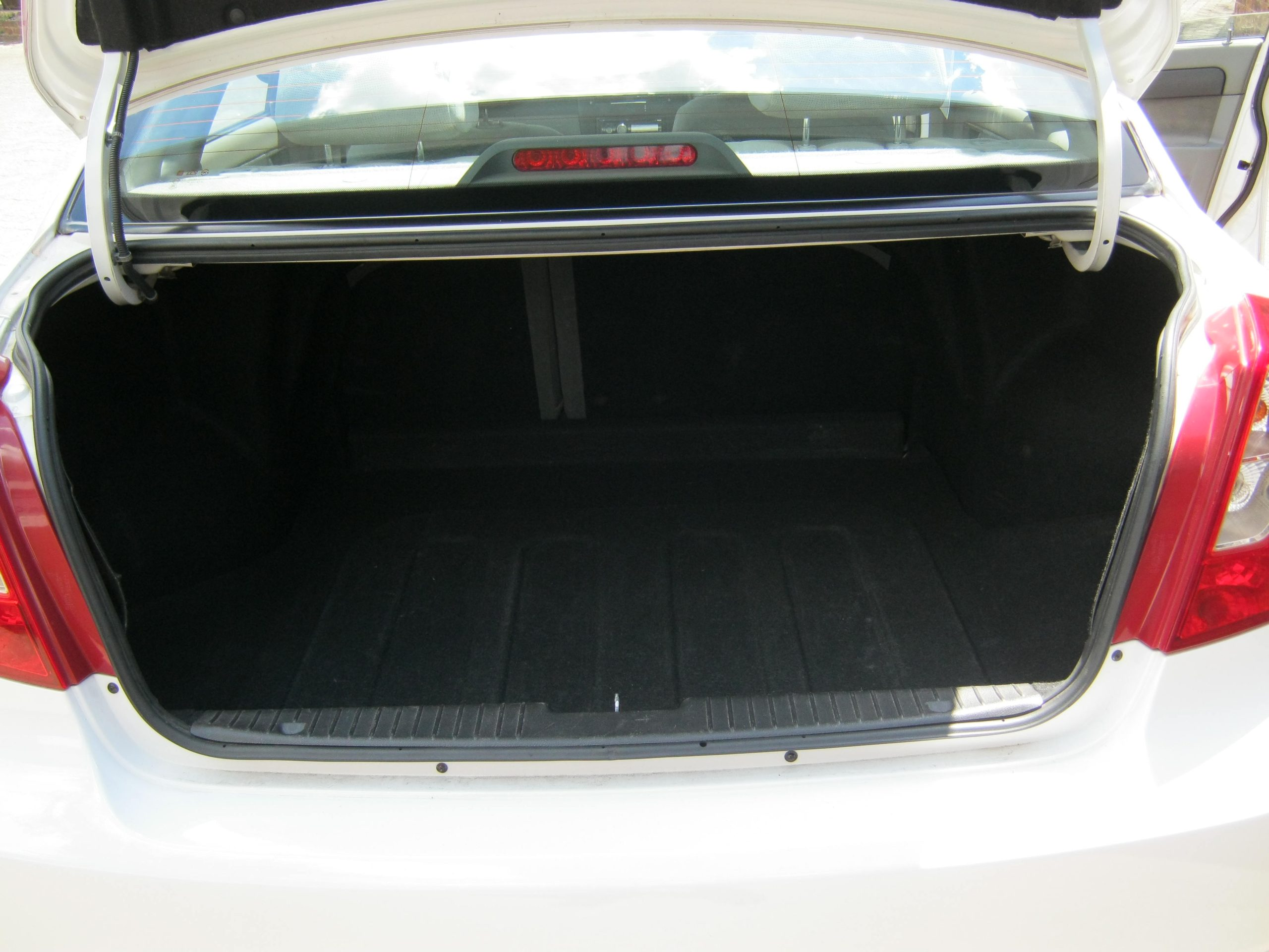 Chevrolet Optra 1.6L White Luggage Compartment Earn A Car