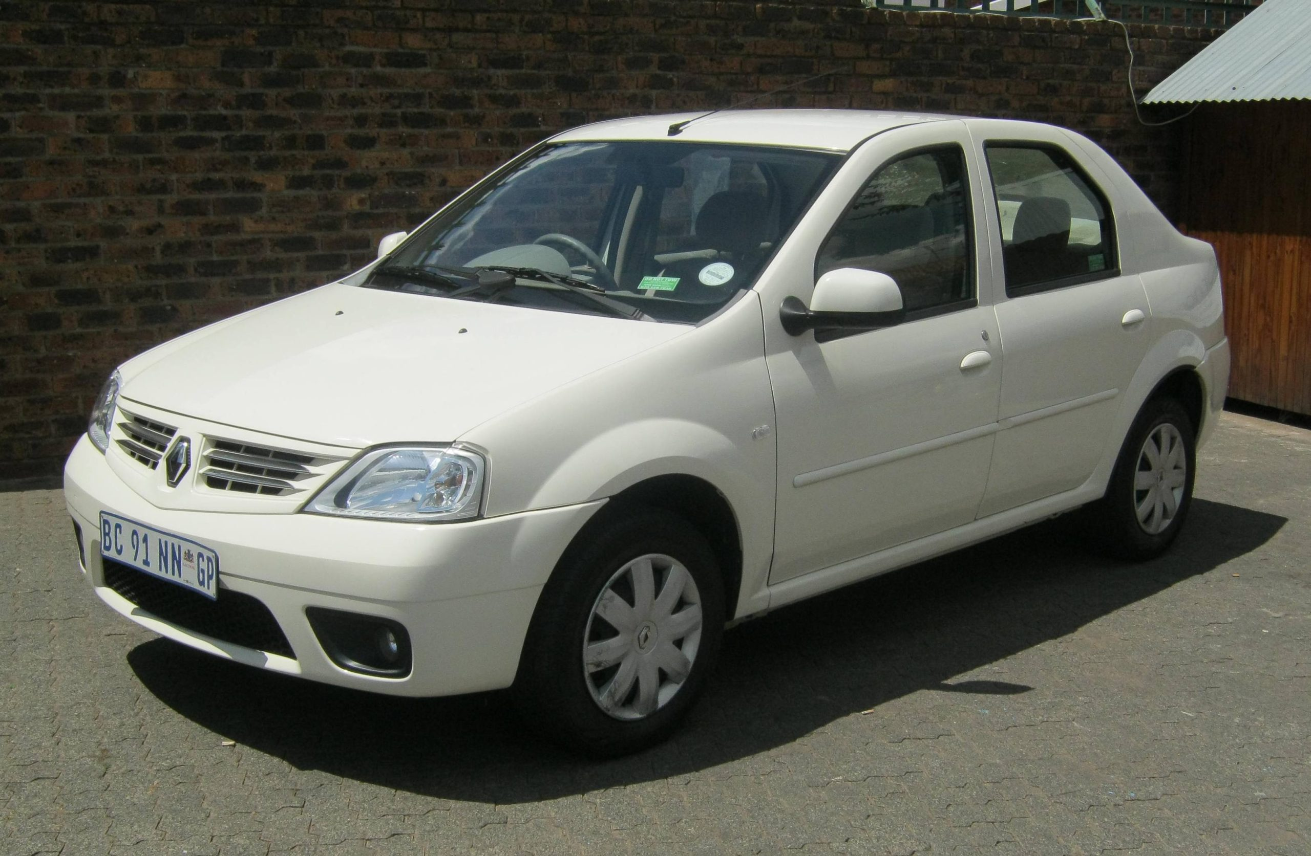 Renault Logan 1.6 Expression White Earn A Car