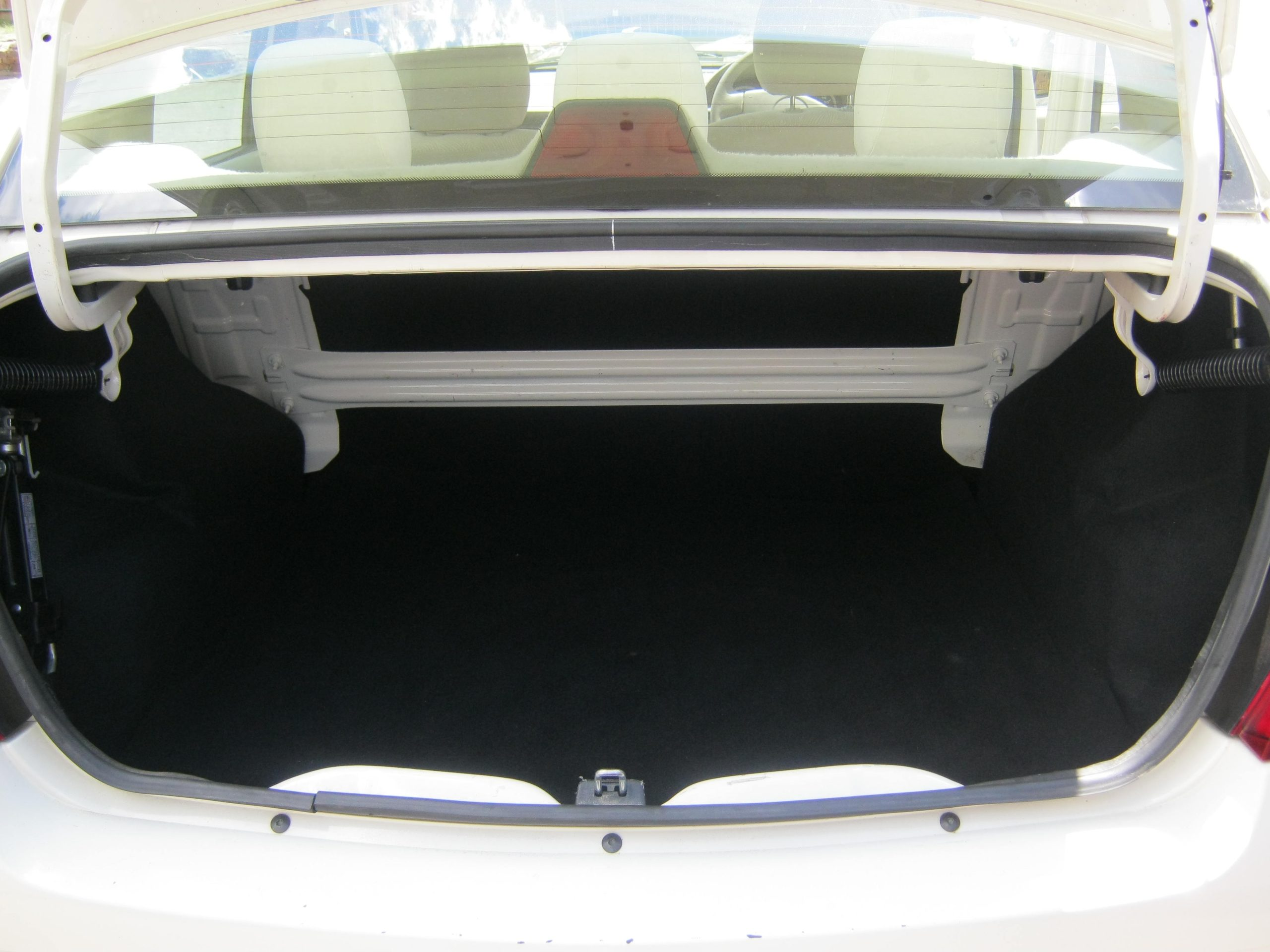 Renault Logan 1.6 Expression Luggage Compartment White Earn A Car